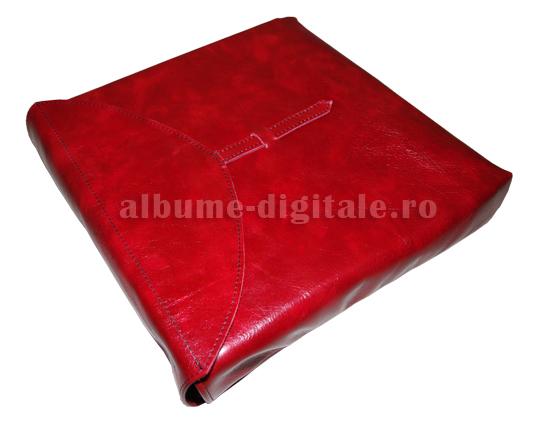 Husa de piele rosie cu catarama